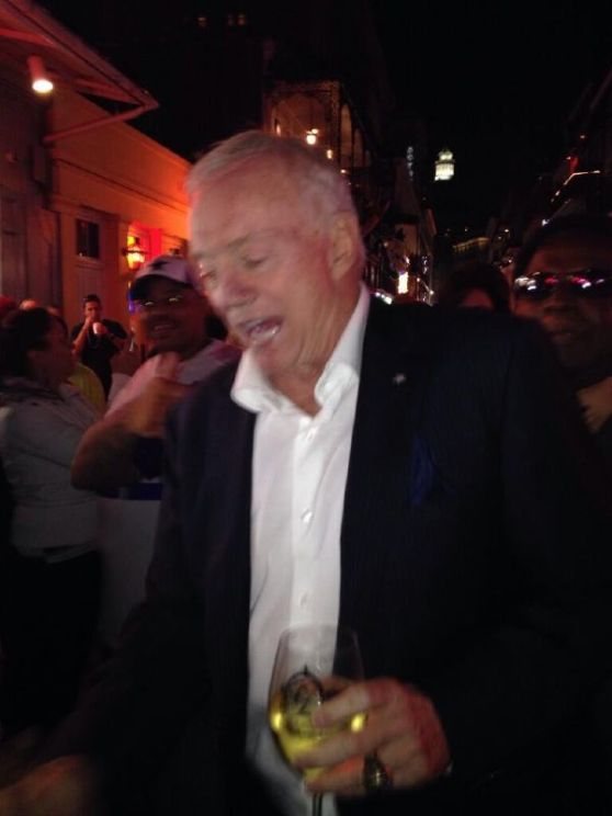 5664352_drunk-jerry-jones-sleepwalking-past-rick_t12589943